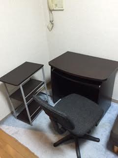 シングルベッド、パソコンデスク、OAチェアー、オープンラック、食器棚、4段チェスト、ワゴンラック、本棚、炊飯器、トースター、姿見 回収処分2